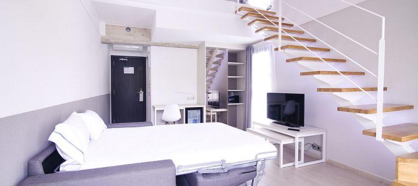 Habitación doble superior con sofá cama Hotel B&B Donostia San Sebastián Aeropuerto
