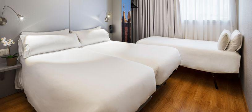 Habitación triple Hotel B&B Figueres