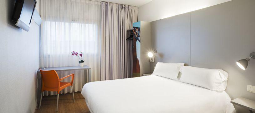 Habitación doble matrimonial Hotel B&B Girona 2