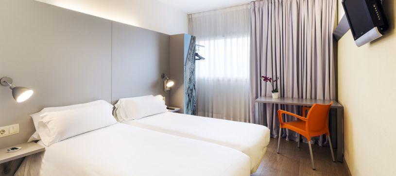Habitación doble con dos camas Hotel B&B Girona 2