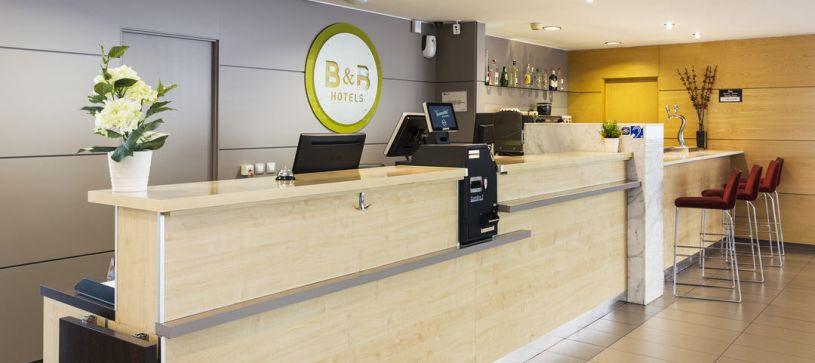 Recepción Hotel B&B Girona 3