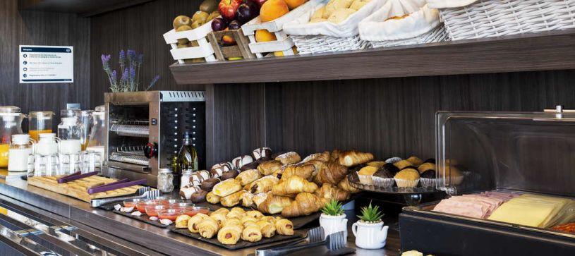 Desayuno pastas Hotel B&B Granada