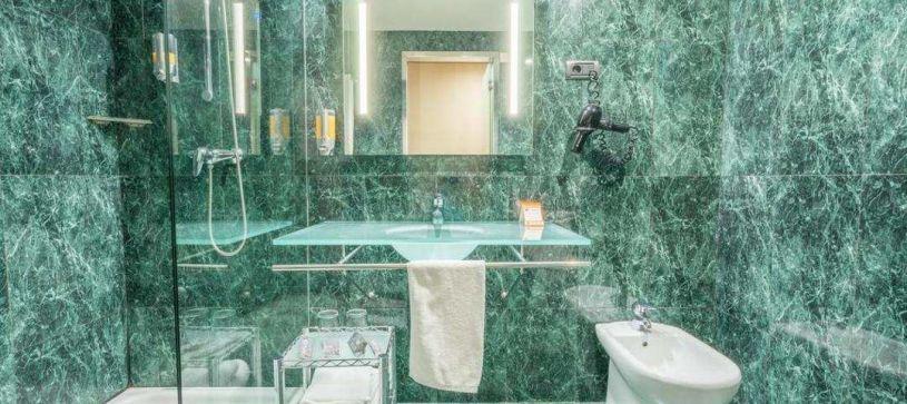 Baño aseo Hotel B&B Granada Estación