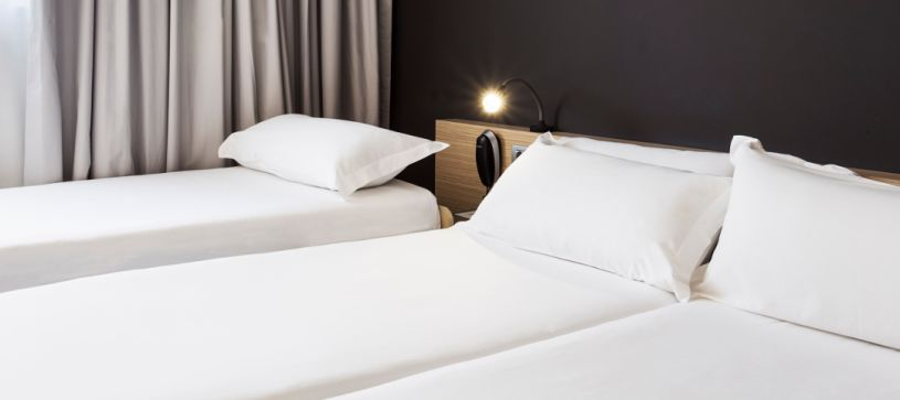 Hotel B&B Granada tres camas individuales habitación triple