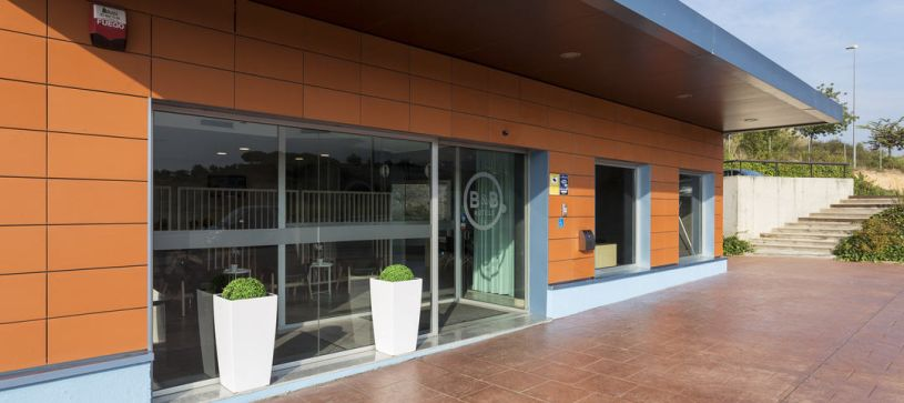 Acceso parking Hotel B&B Barcelona Granollers