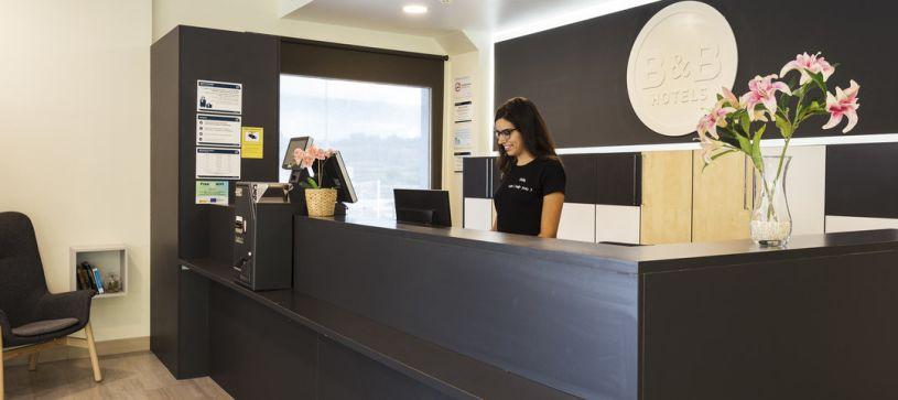 Recepción Hotel B&B Barcelona Granollers