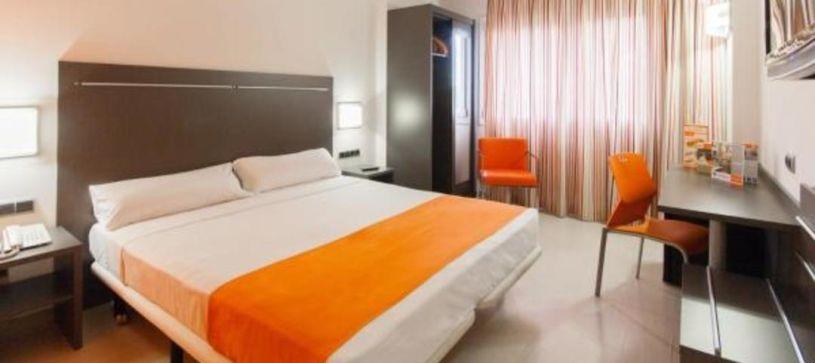 Hotel B&B Rubí habitación doble matrimonial