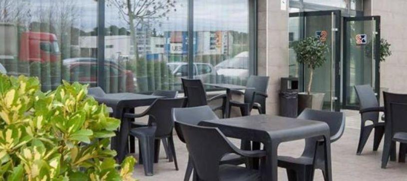 Hotel B&B Rubí terraza y cafetería