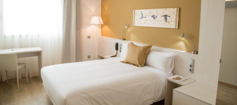 Habitación doble matrimonial Hotel B&B Barcelona Viladecans