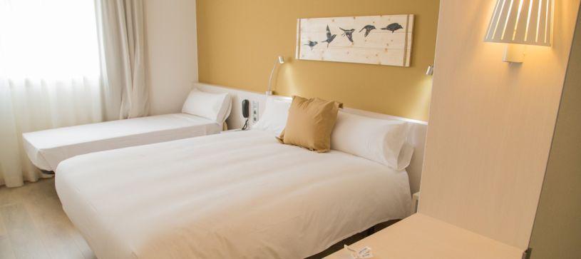 Habitación familiar Hotel B&B Barcelona Viladecans