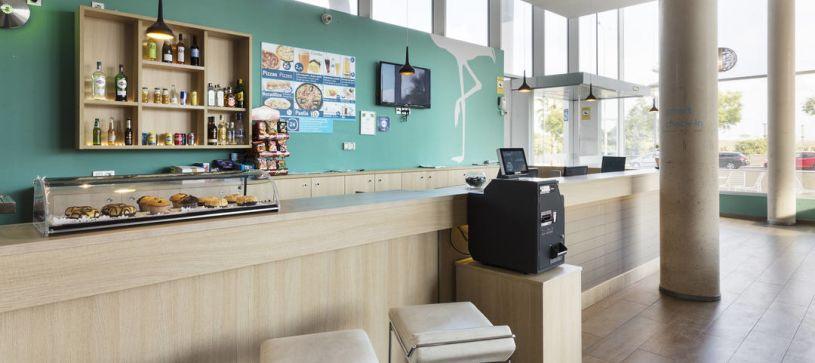 Recepción Hotel B&B Barcelona Viladecans