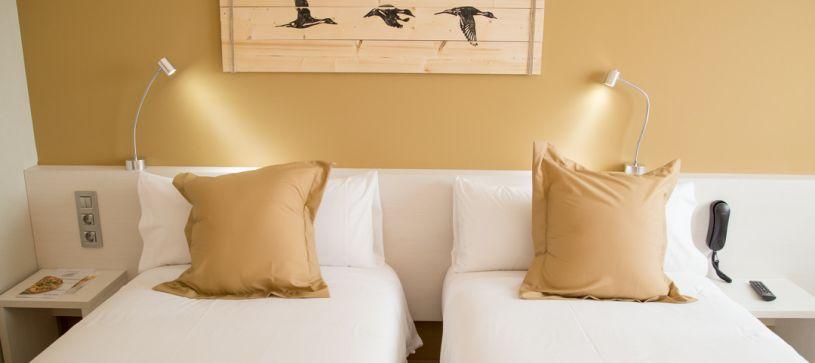 Habitación doble dos camas Hotel B&B Barcelona Viladecans