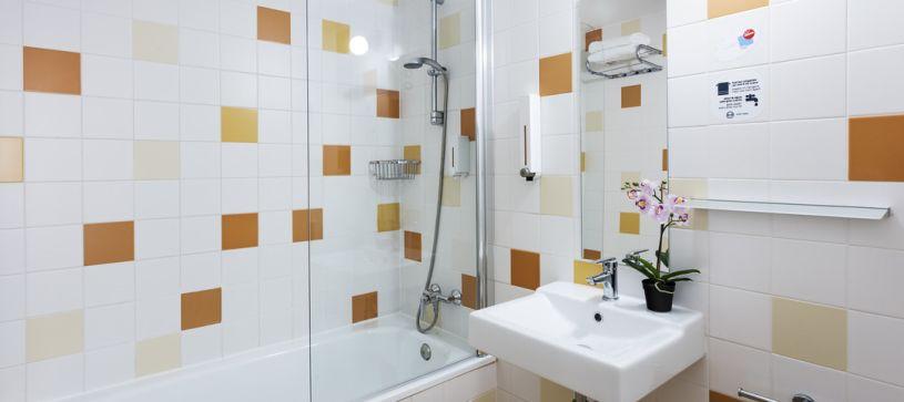 Hotel B&B Figueres baño