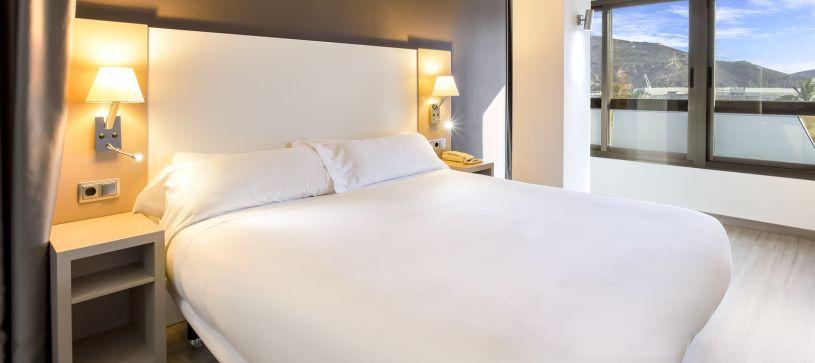 hotel-cartagena-cartagonova-cama-double-room.jpg