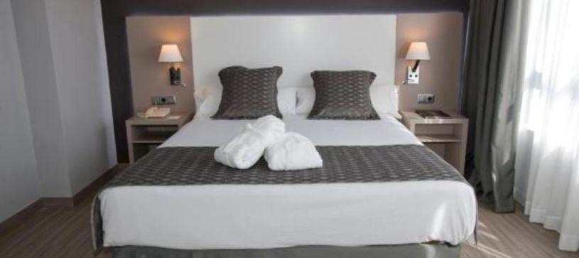 Detalles habitación doble matrimonial Hotel B&B Cartagena Cartagonova