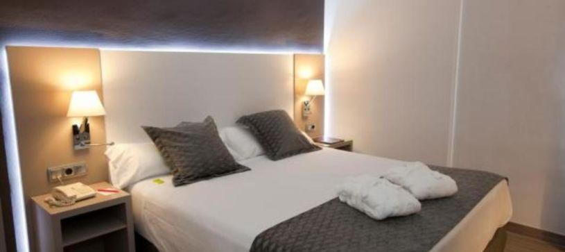 Cama doble matrimonial Hotel B&B Cartagena Cartagonova