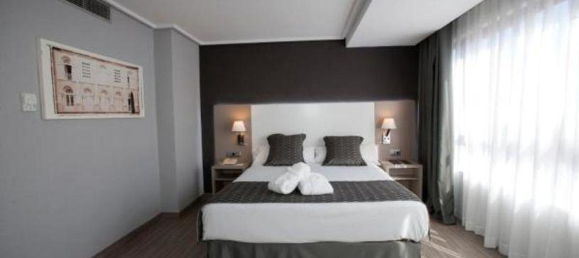 Hotel B&B Cartagena Cartagonova habitación doble con cama matrimonial