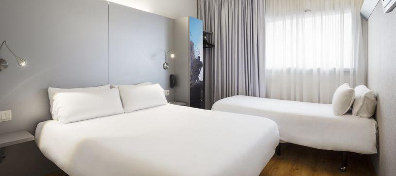 Hotel B&B Figueres habitación familiar para dos adultos y un niño