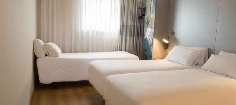 Hotel B&B Figueres habitación triple