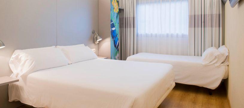 Hotel B&B Girona 2 Habitación familiar para dos adultos y un niño