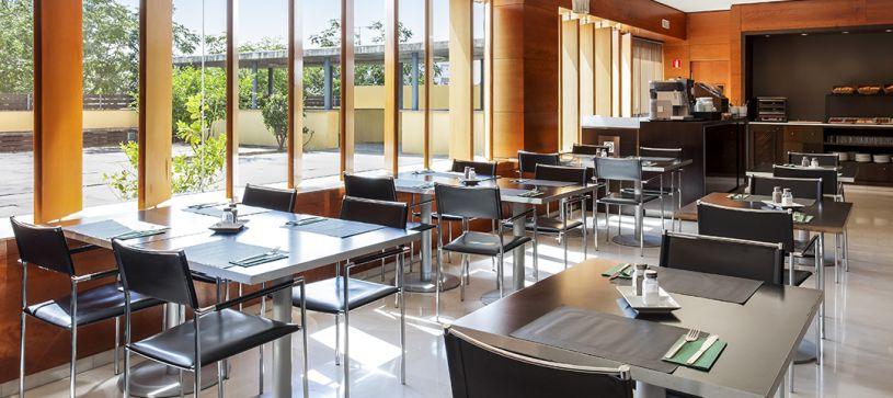 B&B Hotel Granada Estacion Breakfast Room