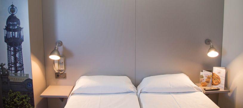 Habitación doble con dos camas Hotel B&B Valencia Aeropuerto
