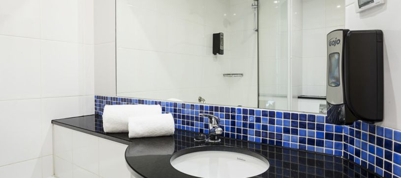 Baño Hotel B&B Madrid Airport T1 T2 T3