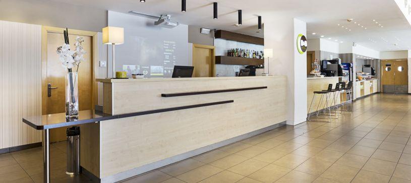 Recepción Hotel B&B Madrid Airport T1 T2 T3