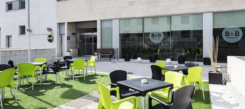 Terraza Hotel B&B Madrid Airport T1 T2 T3