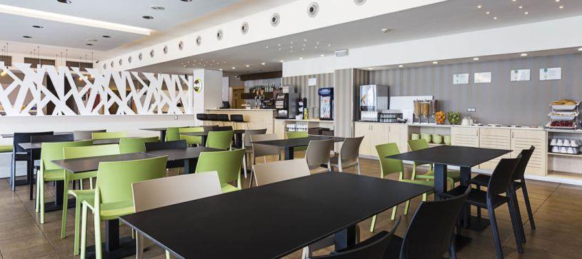 Salón de desayunos Hotel B&B Madrid Airport T1 T2 T3