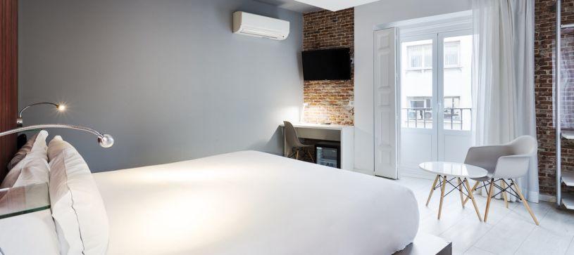 Habitación Doble Superior Hotel B&B Madrid Fuencarral 52