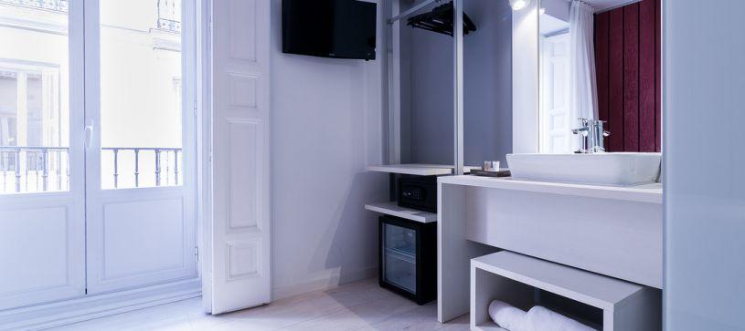 Detalle armario Hotel B&B Madrid Fuencarral 52