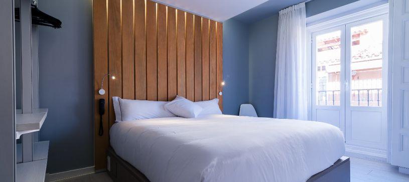 Cama standard Hotel B&B Madrid Fuencarral 52