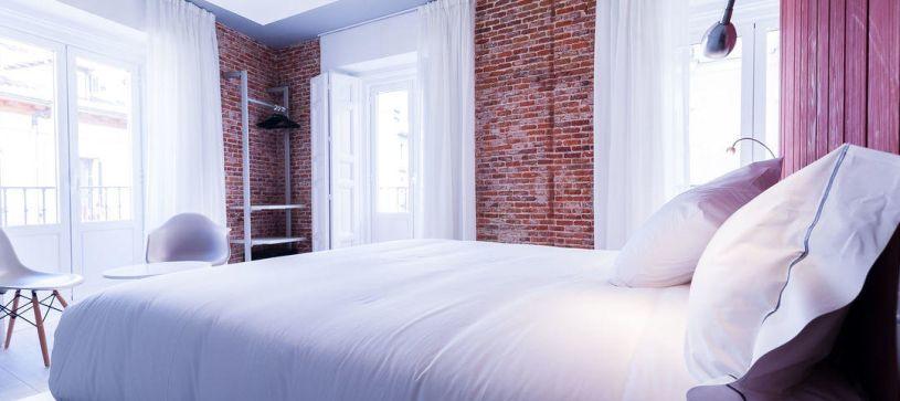 Cama amplia Hotel B&B Madrid Fuencarral 52