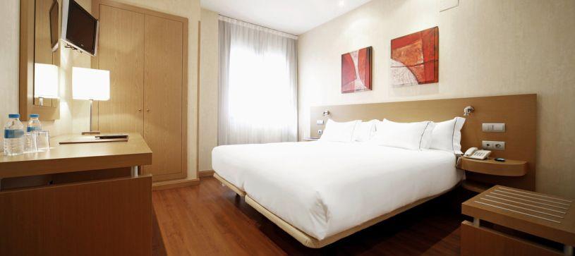 Panorámica habitación doble Hotel B&B Madrid Fuenlabrada