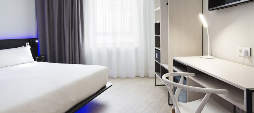 Panorámica detalle habitación Hotel B&B Puerta del Sol