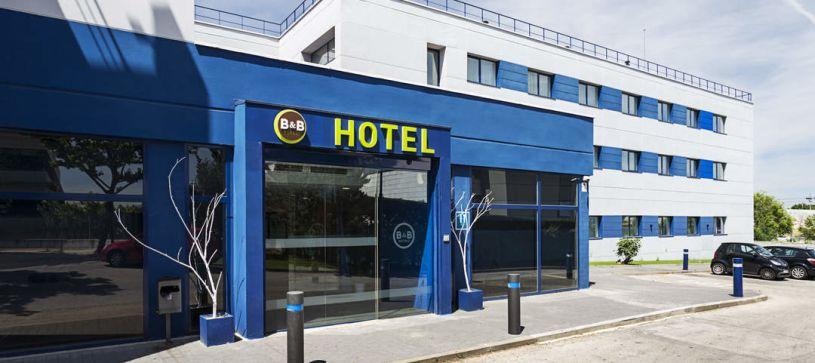 Entrada principal Hotel B&B Madrid Las Rozas