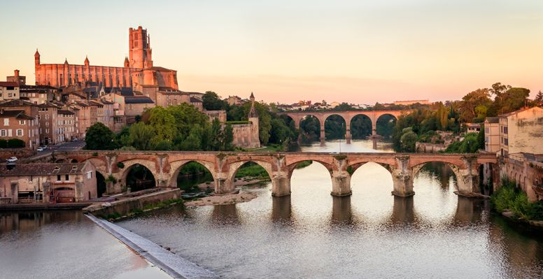 The Garonne crossing the bridges of Albi