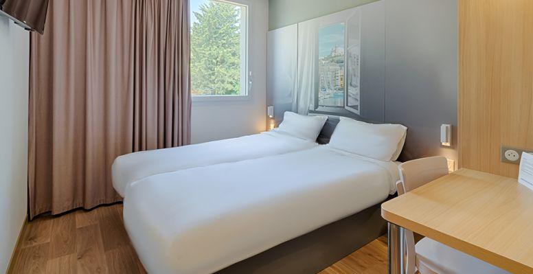 hotel in longwy double room 2 beds