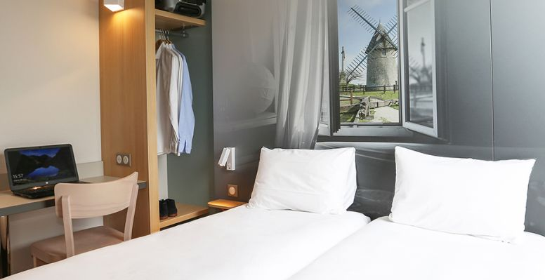 hotel in les herbiers double room 2 beds