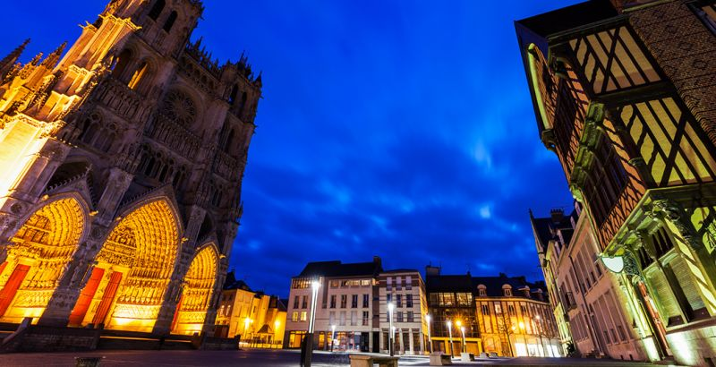 place notre dame in amiens
