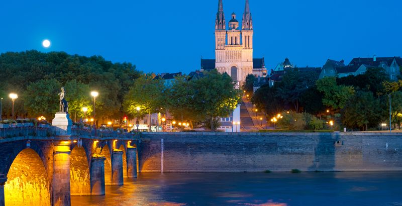 Vue de Angers durant la nuit