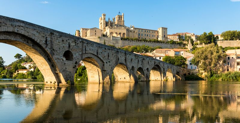 View of Old Bridge in Béziers