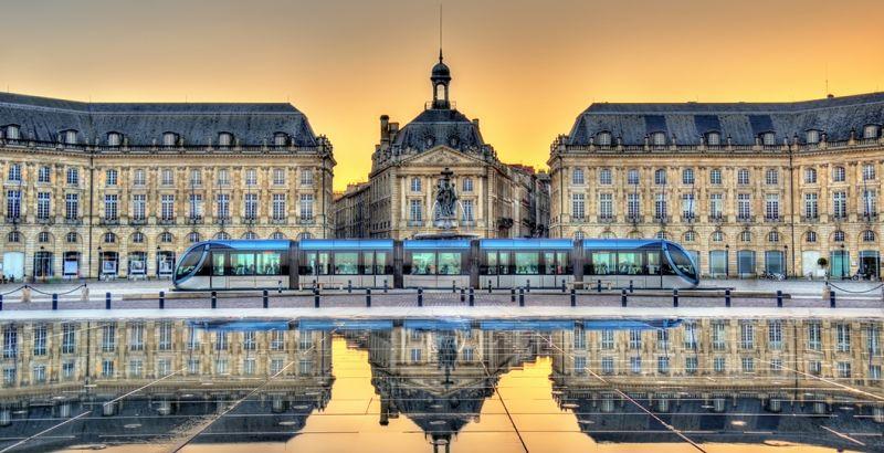 Vue sur le miroir d'eau à Bordeaux