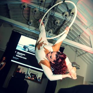 Aerial Hoop por Kathleen Doherty