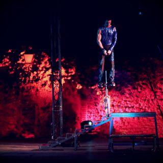 Performance com Monociclo von Andre Borges