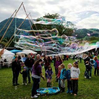 Interaktive Riesenseifenblasen Show (Outdoor) by Dr. Bubbles