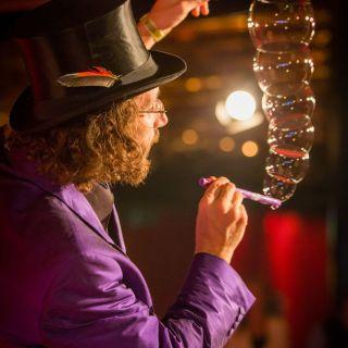 Seifenblasen Bühnenshow (Indoor) by Dr. Bubbles