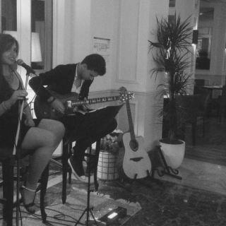 Música ao Vivo: Voz e Guitarra por Mariana & Alexandre