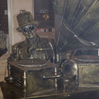 Living Statues - Electro Swing , Steampunk DJ's von Selway Statuesque